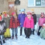 Vaikai pasipuošę užgavėnių kaukėmis